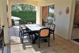 Терраса. Кипр, Корал Бэй : Сказочная вилла с 3-мя спальнями, бассейном, зелёным двориком с барбекю и тенистой террасой с патио