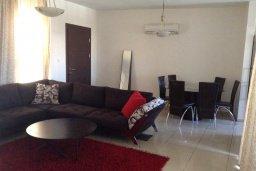Гостиная. Кипр, Ларнака город : Уютный апартамент с гостиной, двумя спальнями и балконом