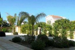 Территория. Кипр, Корал Бэй : Прекрасная просторная вилла с 3-мя спальнями, с бассейном и зелёным двориком с патио и барбекю, расположена в нескольких минутах ходьбы от песчаного пляжа Coral Bay