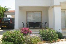 Терраса. Кипр, Корал Бэй : Прекрасная просторная вилла с 3-мя спальнями, с бассейном и зелёным двориком с патио и барбекю, расположена в нескольких минутах ходьбы от песчаного пляжа Coral Bay