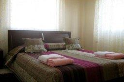 Спальня 2. Кипр, Корал Бэй : Прекрасная просторная вилла с 3-мя спальнями, с бассейном и зелёным двориком с патио и барбекю, расположена в нескольких минутах ходьбы от песчаного пляжа Coral Bay