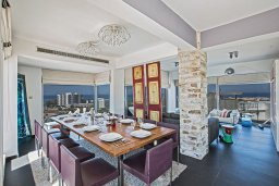 Обеденная зона. Кипр, Каво Марис Протарас : Шикарная вилла с бассейном и видом на море, 6 спален, 5 ванных комнат, барбекю, сад, парковка, Wi-Fi