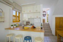 Кухня. Кипр, Санрайз Протарас : Очаровательный коттедж в традиционном греческом стиле с 2-мя спальнями, уютным двориком с патио, расположен на холме Ayios Elias