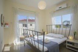 Спальня. Кипр, Пернера : Уютная вилла с 2-мя спальнями, с зелёным двориком, патио и барбекю, в комплексе с общим бассейном