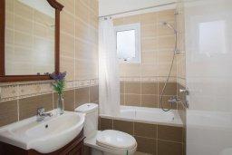 Ванная комната. Кипр, Пернера : Уютная вилла с 2-мя спальнями, с зелёным двориком, патио и барбекю, в комплексе с общим бассейном