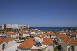 Вид на море. Кипр, Пернера : Современный уютный апартамент в комплексе с бассейном, с гостиной, отдельной спальней и балконом с видом на море