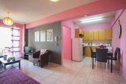 Кухня. Кипр, Ларнака город : Современный апартамент с гостиной, отдельной спальней и балконом