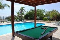 Бассейн. Кипр, Корал Бэй : Просторная вилла с 6-ю спальнями, с бассейном и зелёным двориком с патио, барбекю, настольным теннисом и бильярдом, расположена в самом сердце Coral Bay