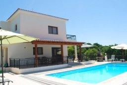 Фасад дома. Кипр, Си Кейвз : Комфортабельная семейная вилла с 4-мя спальнями, с бассейном и двориком с патио и барбекю