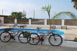 Бассейн. Кипр, Аргака : Милая вилла с 2-мя спальнями, с бассейном, тенистой террасой с патио и барбекю, расположена на берегу моря в деревне Аргака