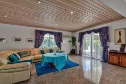Гостиная. Кипр, Перволия : Шикарная вилла с потрясающим видом на море, с 6-ю спальнями, с бассейном, джакузи и большим садом, барбекю и бильярдом