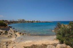Ближайший пляж. Кипр, Фиг Три Бэй Протарас : Роскошная вилла на берегу моря, с 4-мя спальнями, с бассейном, красивым зелёным садом с патио и барбекю, расположена в 20 метрах от прекрасного уединенного пляжа