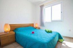 Спальня. Кипр, Пернера : Роскошная вилла с видом на море и в 20 метрах от пляжа, 3 спальни, парковка, барбекю, Wi-Fi