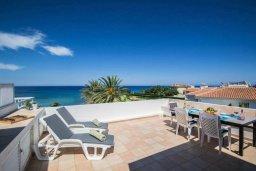 Терраса. Кипр, Пернера : Роскошная вилла с видом на море и в 20 метрах от пляжа, 3 спальни, парковка, барбекю, Wi-Fi