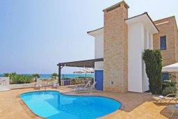 Фасад дома. Кипр, Сиренс Бич - Айя Текла : Потрясающая вилла на побережье Средиземного моря с 4-мя спальнями, с бассейном, тенистой террасой с патио и барбекю