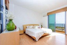 Спальня. Кипр, Сиренс Бич - Айя Текла : Потрясающая вилла на побережье Средиземного моря с 4-мя спальнями, с бассейном, тенистой террасой с патио и барбекю