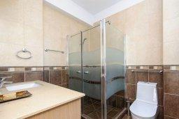 Ванная комната. Кипр, Сиренс Бич - Айя Текла : Потрясающая вилла на побережье Средиземного моря с 4-мя спальнями, с бассейном, тенистой террасой с патио и барбекю