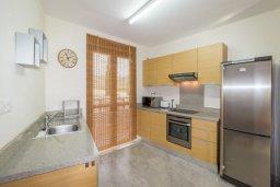 Кухня. Кипр, Св. Рафаэль Лимассол : Современный апартамент в комплексе с бассейном, с большой гостиной, двумя спальнями и балконом