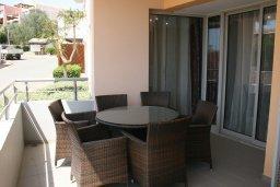 Балкон. Кипр, Св. Рафаэль Лимассол : Современный апартамент в комплексе с бассейном, с большой гостиной, двумя спальнями и балконом