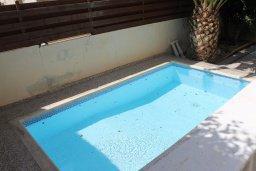 Бассейн. Кипр, Гермасойя Лимассол : Прекрасная вилла с бассейном, 3 спальни, 3 ванные комнаты, парковка, джакузи