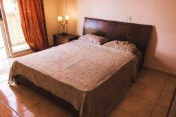 Спальня. Кипр, Гермасойя Лимассол : Прекрасная вилла с бассейном и приватным двориком, 3 спальни, 2 ванные комнаты, парковка, Wi-Fi