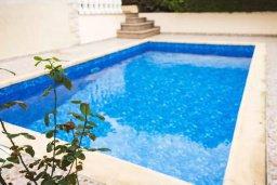 Бассейн. Кипр, Гермасойя Лимассол : Прекрасная вилла с бассейном и приватным двориком, 3 спальни, 2 ванные комнаты, парковка, Wi-Fi