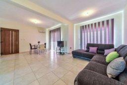 Гостиная. Кипр, Пиргос : Прекрасная вилла с 3-мя спальнями, с большим бассейном и детским бассейном, и с приватным двориком с патио