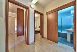 Коридор. Кипр, Св. Рафаэль Лимассол : Прекрасная вилла с 3-мя спальнями, с большим бассейном и детским бассейном, и с приватным двориком с патио