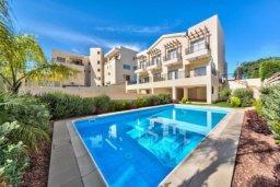 Фасад дома. Кипр, Пиргос : Прекрасная вилла с 3-мя спальнями, с большим бассейном и детским бассейном, и с приватным двориком с патио
