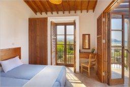 Спальня. Кипр, Полис город : Роскошная вилла с бассейном в 40 метрах от пляжа, 2 спальни, 3 ванные комнаты, барбекю, парковка, Wi-Fi