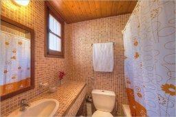 Ванная комната. Кипр, Полис город : Роскошная вилла с бассейном в 40 метрах от пляжа, 2 спальни, 3 ванные комнаты, барбекю, парковка, Wi-Fi
