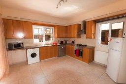 Кухня. Кипр, Нисси Бич : Уютная вилла с 3-мя спальнями, с бассейном, приватным двориком с патио и барбекю