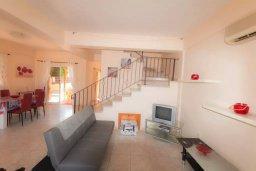Гостиная. Кипр, Нисси Бич : Уютная вилла с 3-мя спальнями, с бассейном, приватным двориком с патио и барбекю