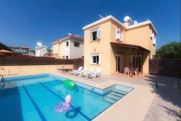 Фасад дома. Кипр, Нисси Бич : Уютная вилла с 3-мя спальнями, с бассейном, приватным двориком с патио и барбекю