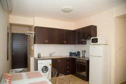 Кухня. Кипр, Гермасойя Лимассол : Уютная современная студия в тихом месте в самом центре Лимассола