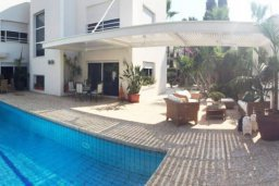 Территория. Кипр, Айос Тихонас Лимассол : Эклектичная частная вилла с 4-мя спальнями для восьми гостей в старинном бутик-стиле в Лимассоле с бассейном, барбекю и lounge-зоной