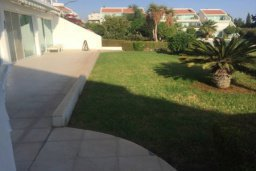 Развлечения и отдых на вилле. Кипр, Св. Рафаэль Лимассол : Просторный оборудованный апартамент с ландшафтным садом, занимающим 90 кв. метров, с тремя спальнями у Св. Рафаэля для шестерых