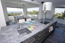 Кухня. Кипр, Св. Рафаэль Лимассол : Превосходные современные апартаменты с 4-мя спальнями в 50-ти метрах от моря с потрясающим панораманым видом на море для 8-ми человек