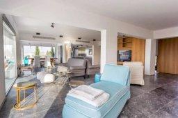 Гостиная. Кипр, Св. Рафаэль Лимассол : Превосходные современные апартаменты с 4-мя спальнями в 50-ти метрах от моря с потрясающим панораманым видом на море для 8-ми человек