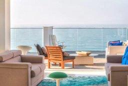 Балкон. Кипр, Айос Тихонас Лимассол : Роскошные 3-спальные апартаменты прямо на пляже с невероятным захватывающим видом на море для 9-ти человек
