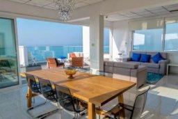 Гостиная. Кипр, Айос Тихонас Лимассол : Роскошные 3-спальные апартаменты прямо на пляже с невероятным захватывающим видом на море для 9-ти человек