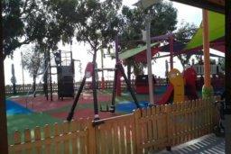 Детская площадка. Кипр, Дасуди Лимассол : Уютная частная вилла с 3-мя спальнями для восьми гостей в Лимассоле с бассейном, барбекю и садом в 3-х минутах ходьбы от пляжа