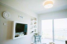 Гостиная. Кипр, Центр Лимассола : Просторная, комфортабельная, недавно отремонтированная квартира, идеально подходящая для путешествующих по работе и счастливых пар на 3-х гостей в Лимассоле