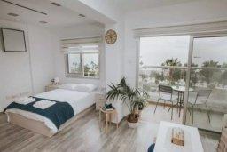 Спальня. Кипр, Центр Лимассола : Светлая очаровательная студия для троих с потрясающим видом на пляж в самом центре Лимассола