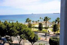 Вид на море. Кипр, Центр Лимассола : Небольшая недавно отремонтированная студия для двоих с потрясающим видом на море в самом центре Лимассола
