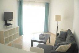 Гостиная. Кипр, Центр Лимассола : Апартаменты с отдельной спальней с огромной террасой прямо на берегу моря для 5-ых гостей прямо в центре Лимассола.