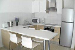 Кухня. Кипр, Центр Лимассола : Апартаменты с отдельной спальней с огромной террасой прямо на берегу моря для 5-ых гостей прямо в центре Лимассола.