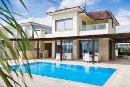 Фасад дома. Кипр, Декелия - Ороклини : Современная пляжная вилла с бассейном и видом на море, 4 спальни, 3 ванные комнаты, барбекю, парковка, Wi-Fi