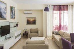 Гостиная. Кипр, Декелия - Ороклини : Уютная вилла с бассейном и двориком в 100 метрах от пляжа, 4 спальни, 4 спальни, барбекю, парковка, Wi-Fi