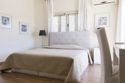 Спальня. Кипр, Декелия - Ороклини : Уютная вилла с бассейном и двориком в 100 метрах от пляжа, 4 спальни, 4 спальни, барбекю, парковка, Wi-Fi